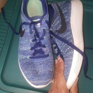 Women's Nikes size 10